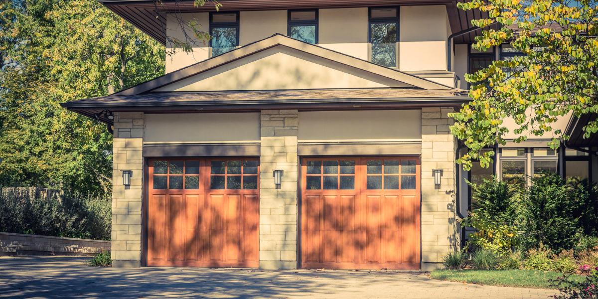 how long should a garage door last